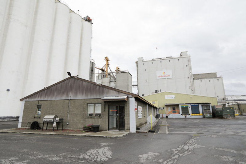 Ardent Mills is the largest company with a total capacity of 491,200 cwts. That includes 485,200 cwts of wheat capacity at 33 mills; 10,000 cwts of durum at two mills; and 2,000 cwts of rye at one mill (6,000 cwts is swing capacity). Pictured is the company's Albany, New York, U.S., mill with a capacity of 23,500 cwts.