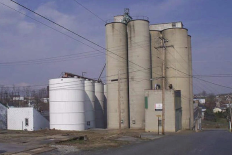 Pennsylvania has the largest number of mills in the United States at 14 with a total capacity of 97,716 cwts. Pictured above is the Ardent Mills facility in Red Mill. Other mills in the state include Ardent locations in Martins Creek, Mount Pocono, and York; ADM Milling in Camp Hill; F.M. Browns' Sons, Inc. in Fleetwood; Small Valley Milling in Halifax; Snavely's Mill in Lititz, Mifflinville and Mill Hall; Wilkins-Rogers in Mount Joy and Palmyra; AG Com in New Oxford; and Essential Eating Sprouted Flours in Waverly.