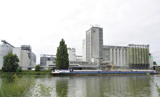 Baywa_baywa-facility-in-the-port-of-osthafen-regensburg-grain-shipping_photo-cred-baywa