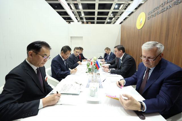 Russian-ag-ministry_officials-from-the-russian-and-japanese-agriculture-ministries-2018_photo-cred-russian-ag-ministry