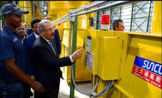 Suncue president danilo medina inagurates grain drying facility in dominican republic photo cred suncue