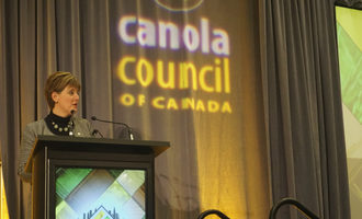 Canadian-crops-convention_canadian-agriculture-minister-marie-claude-bibeau_photo-cred-susan-reidy_e