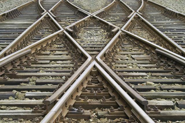 Railroad_adobestock_30157277_e