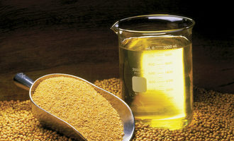 Soybean-oil_photo-courtesy-of-united-soybean-board_e