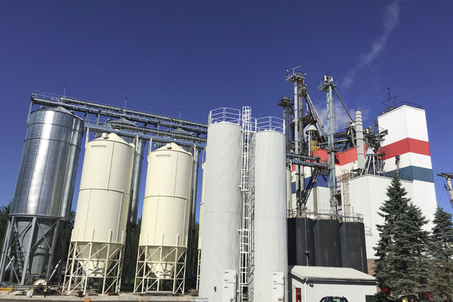 Cooke-agriculture_northeast-nutrition-celebrated-the-expansion-of-its-feed-mill-in-nova-scotia-canada_photo-cred-cooke-agriculture_e
