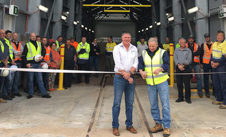 Viterra-australia_port-of-lincoln-upgrade-nov-2019_viterra-operations-manager-michael-hill-and-city-of-port-lincoln-council-mayor-brad-flaherty-cutting-the-ribbon_photo-cred-viterra-australia