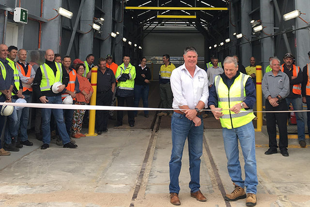 Viterra-australia_port-of-lincoln-upgrade-nov-2019_viterra-operations-manager-michael-hill-and-city-of-port-lincoln-council-mayor-brad-flaherty-cutting-the-ribbon_photo-cred-viterra-australia