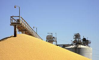 Grain-elevator-of-the-future_grain-ops_photo-cred-shutterstock_e_oct