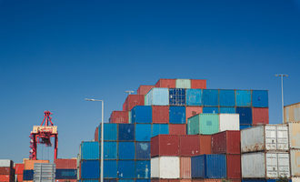 Shippng exportcontainers photo adobe stock e