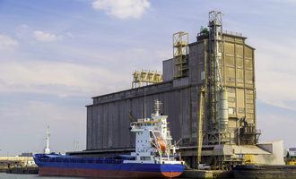 Grain barge adobestock 91024210 e