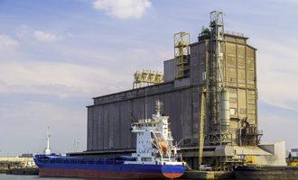 Grain barge adobestock 91024210 e