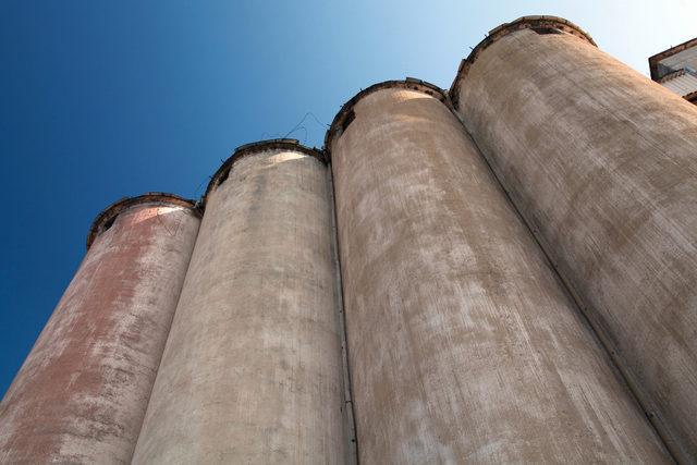 Grainsilos adobestock e