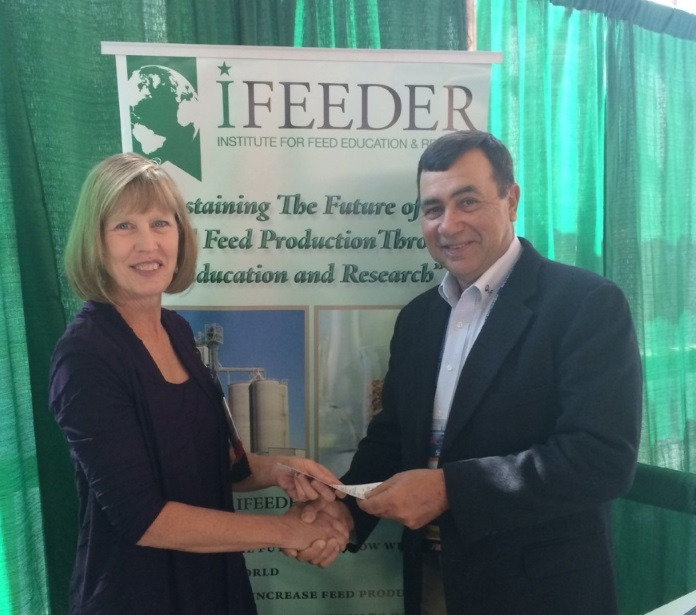 Cathy Bandyk, Ph.D., Institute for Feed Education and Research board of trustees member, pictured with Randy Davis, chair of the Liquid Feed Committee, as he makes an individual donation to the 501(c)(3).